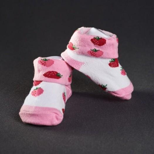 Dojčenské papučky: biele s červenými jahodami