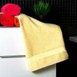 Bavlnený uterák bledo žltej farby