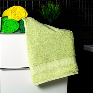 Ajoss Bavlnený uterák bledo-zelenej farby 100x50cm