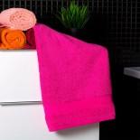 Bavlnený uterák cyklaménovej farby
